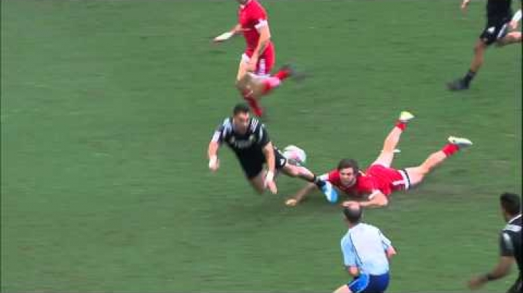 Rugby ref takes OUTRAGEOUS OFFLOAD in Singapore