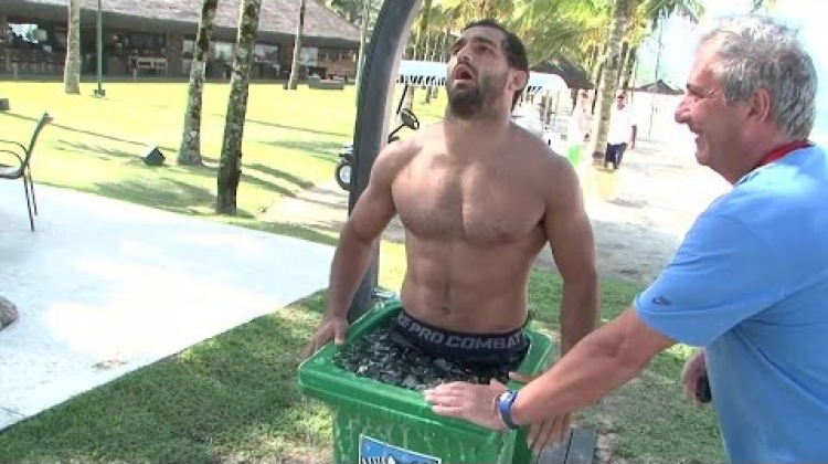 Ice baths and log carrying: How Los Pumas do training!